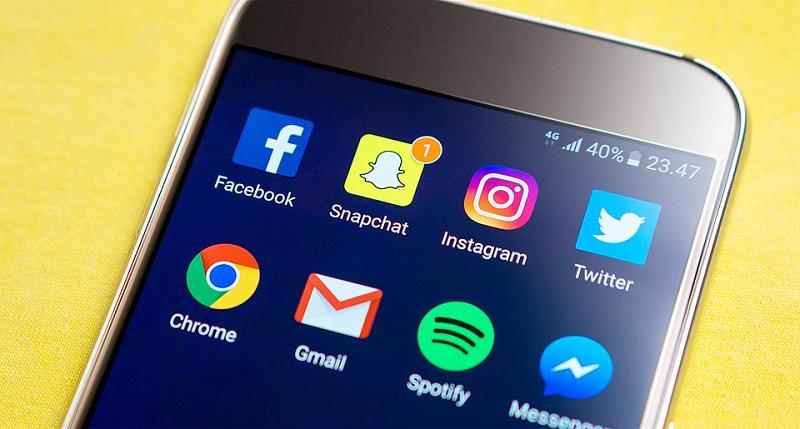 Instagram, Fejsbuk ili Snepčet priče – šta je pravo rešenje za vaše poslovanje?